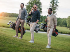 Mænd på golfbanen